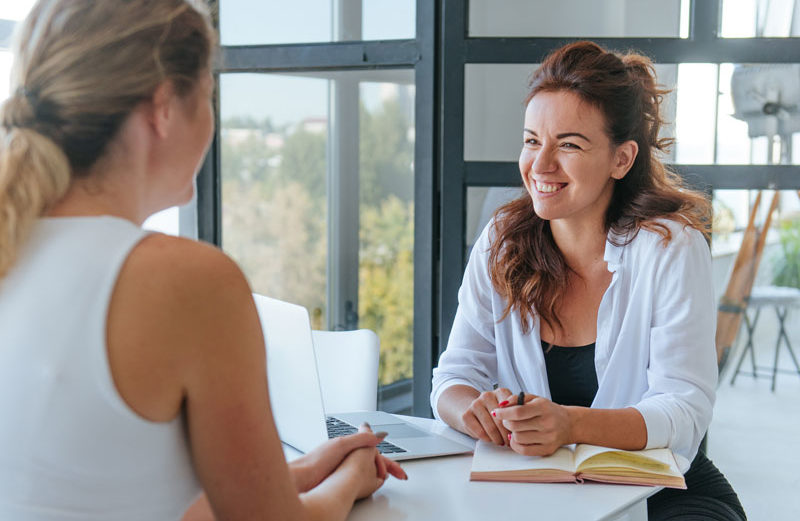 2 women meeting for a health consultation